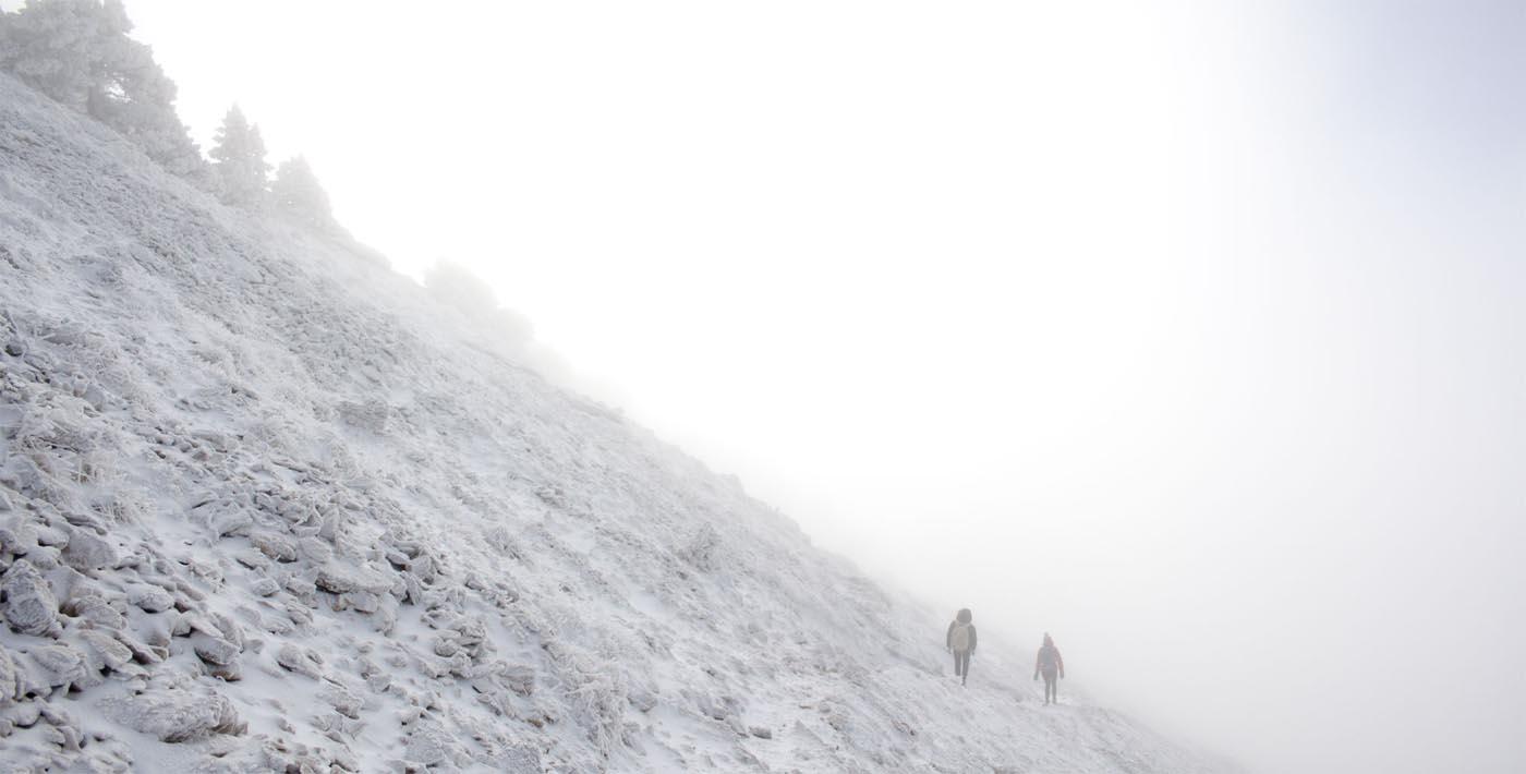 Descente dans le brouillard sur les pentes de Chamechaude