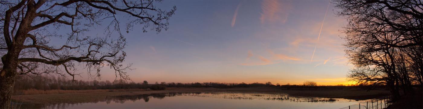 Coucher du soleil sur un étang en Brenne