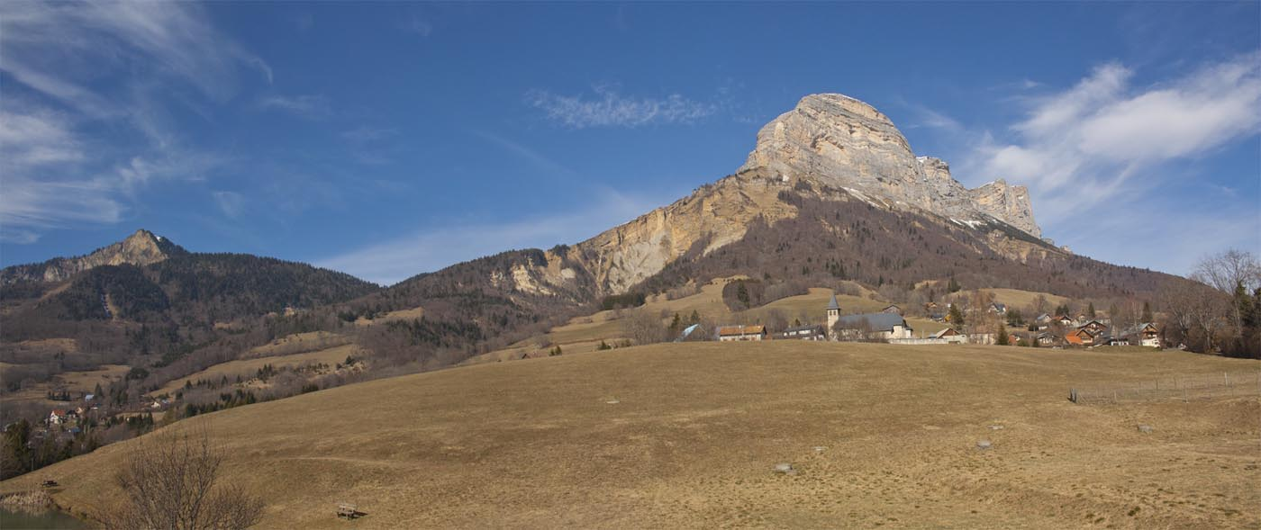 """Panoramic photos of a sunny hike called """" le sentier du facteur"""" in Chartreuse near Grenoble"""