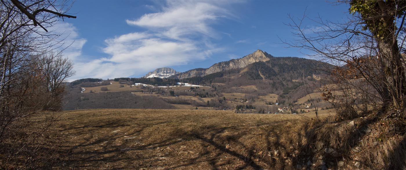 "Panoramic photos of a sunny hike called "" le sentier du facteur"" in Chartreuse near Grenoble"